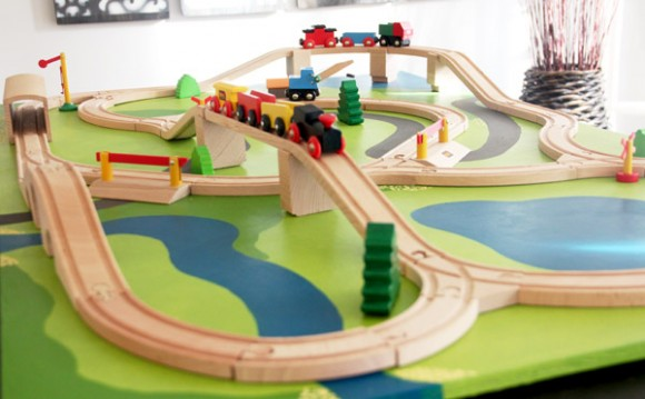 diy un circuit de train dailykids. Black Bedroom Furniture Sets. Home Design Ideas